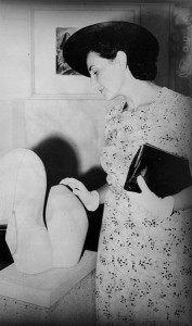 Viennese art critic Dr. Gertrude Langer inspecting a local art show, Brisbane, 1940 (Source: Wikimedia Commons)